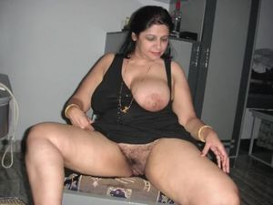 North indian chubby aunty sucking so..